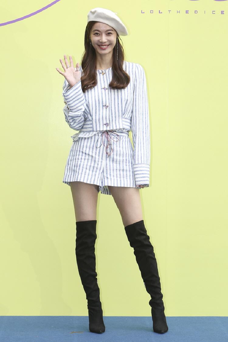 LLEE 20SS 서울컬렉션 이미지_셀럽 (3).JPG